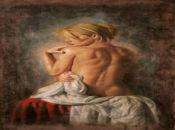 гола жена си гледа рамото